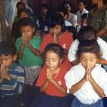 praying-children